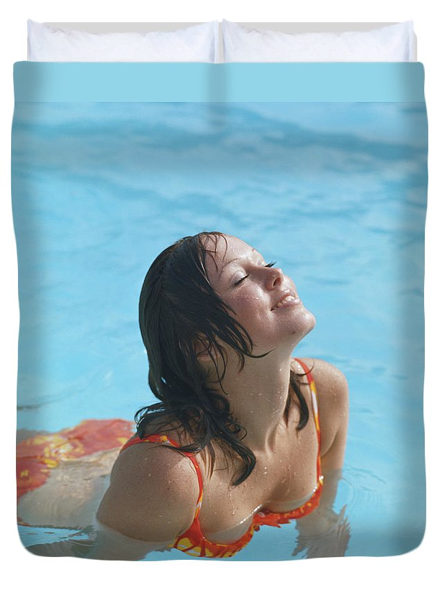 1973 Duvet Cover featuring the photograph Young Woman In Bikini At Swimming Pool by Tom Kelley Archive