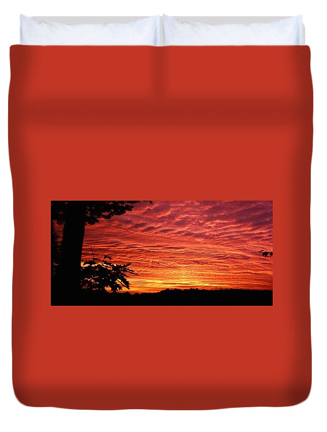 Sunset Duvet Cover featuring the photograph 031307-31 by Mike Davis