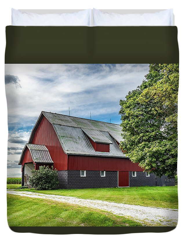 Landscape Duvet Cover featuring the photograph Indiana Barn #126 by Scott Smith