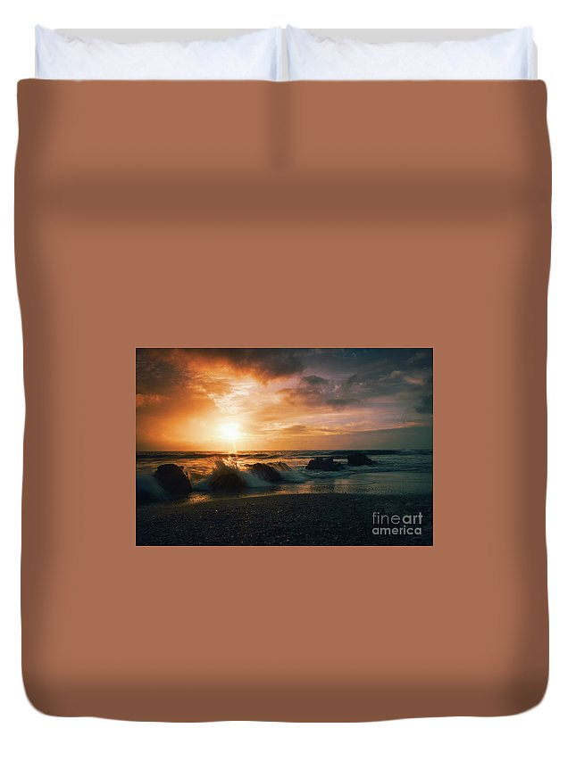 Beach Duvet Cover featuring the photograph Splash On Rocks by Vicente Sargues