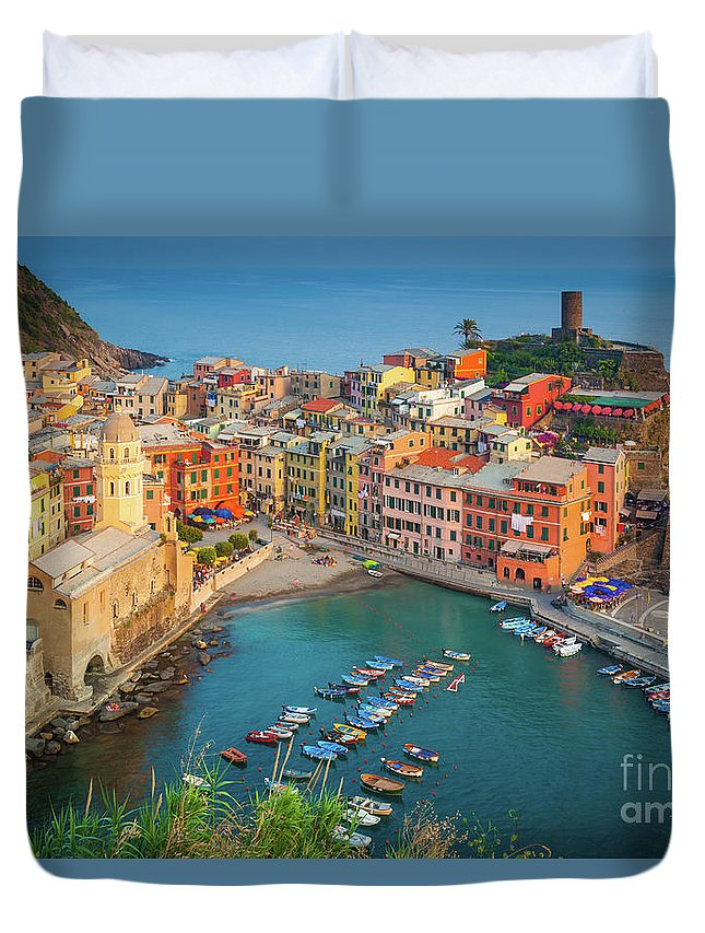 Cinque Terre Duvet Cover featuring the photograph Vernazza Pomeriggio by Inge Johnsson