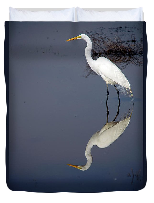 Bird Duvet Cover featuring the photograph White Egret Reflection by Frank Wilson