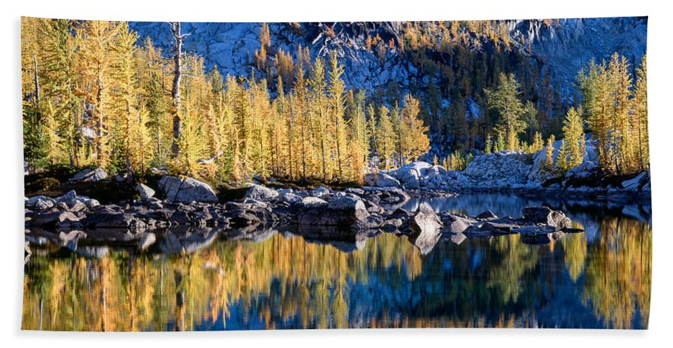 Alpine Lakes Wilderness Hand Towel featuring the photograph Larch Tree Reflection In Leprechaun Lake by Tracy Knauer