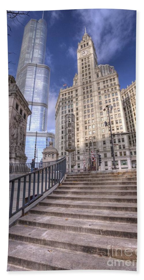 Chicago Bath Sheet featuring the photograph 0499 Trump Tower And Wrigley Building Chicago by Steve Sturgill
