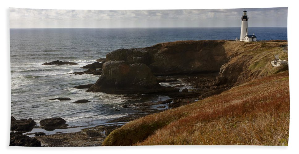 Yaquina Hand Towel featuring the photograph 0513 Yaquina Lighthouse by Steve Sturgill