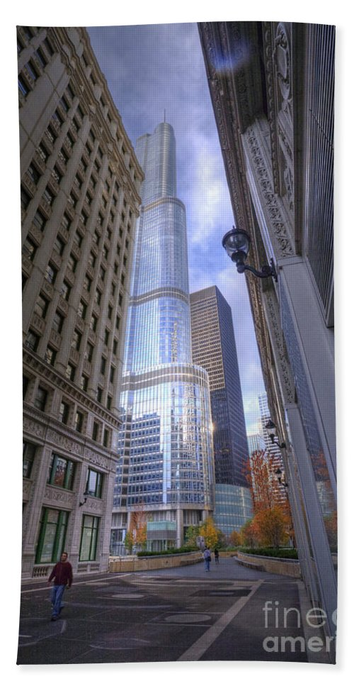 Chicago Bath Sheet featuring the photograph 0527 Trump Tower From Wrigley Building Courtyard Chicago by Steve Sturgill