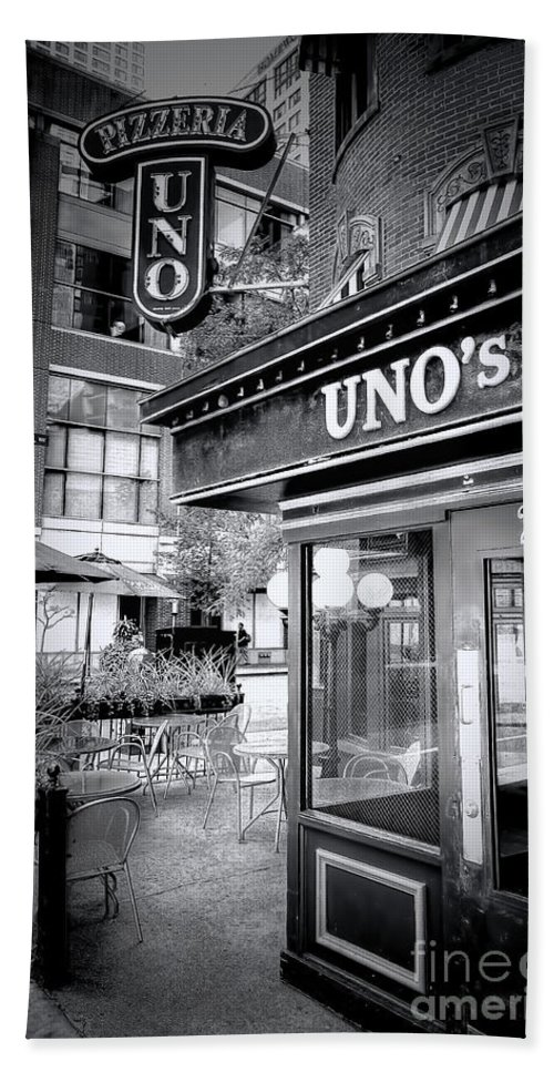 Uno Bath Sheet featuring the photograph 0748 Uno's Pizzaria by Steve Sturgill