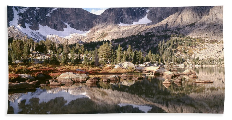 Continental Divide Hand Towel featuring the photograph Cirque Of The Towers In Lonesome Lake 5 by Tracy Knauer
