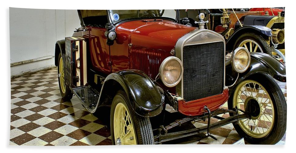 1926 Bath Sheet featuring the photograph 1926 Ford Model T Roadster by Michael Gordon