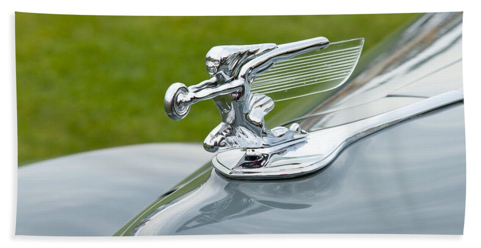 Glenmoor Hand Towel featuring the photograph 1940 Packard by Jack R Perry