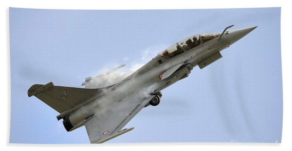 Horizontal Bath Sheet featuring the photograph A Dassault Rafale Of The French Air by Remo Guidi