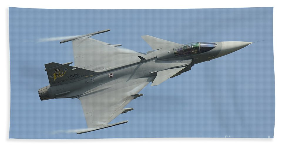 Horizontal Bath Sheet featuring the photograph A Saab Jas 39 Gripen C Of The Royal by Remo Guidi