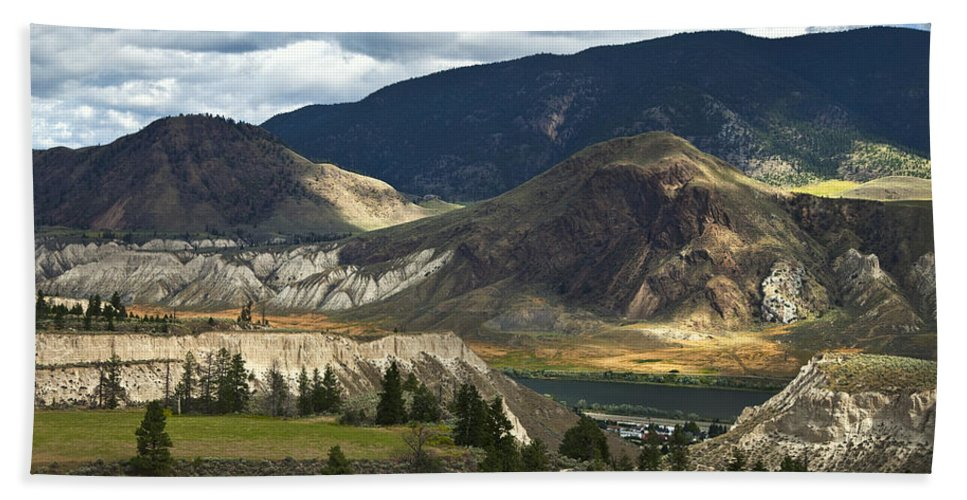 Landscape Hand Towel featuring the photograph Along The River by Theresa Tahara