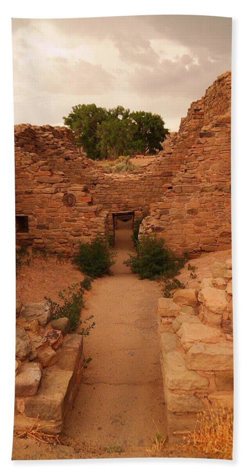 Ruins Bath Sheet featuring the photograph Anasazi Ruins by Jeff Swan