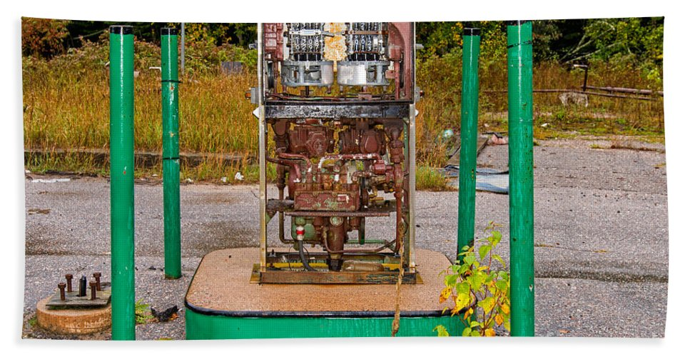 Rusty Bath Sheet featuring the photograph Broken And Abandoned Fuel Pump by Les Palenik