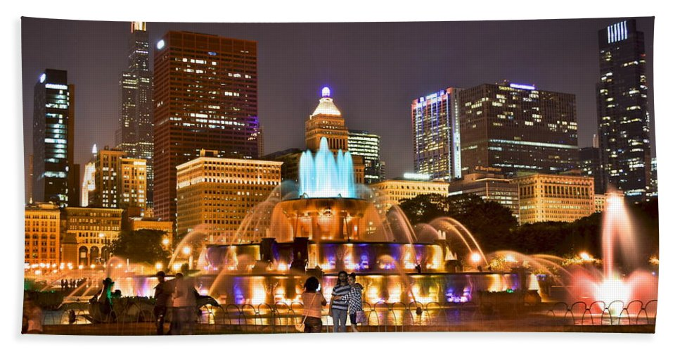 Chicago Bath Sheet featuring the photograph Buckingham Fountain by Frozen in Time Fine Art Photography