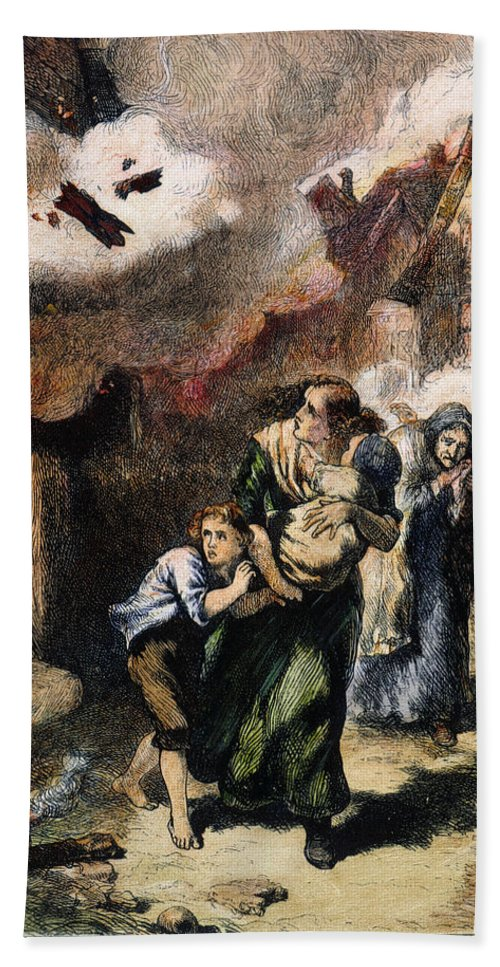 1776 Hand Towel featuring the photograph Burning Of Norfolk, 1776 by Granger