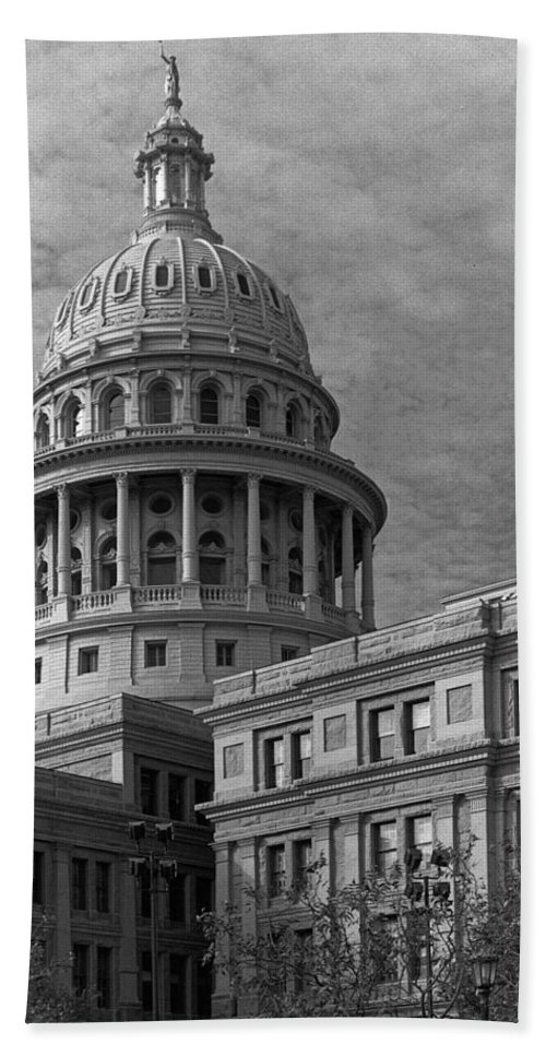 Austin Bath Sheet featuring the photograph Capitol At Dawn by Jim Smith