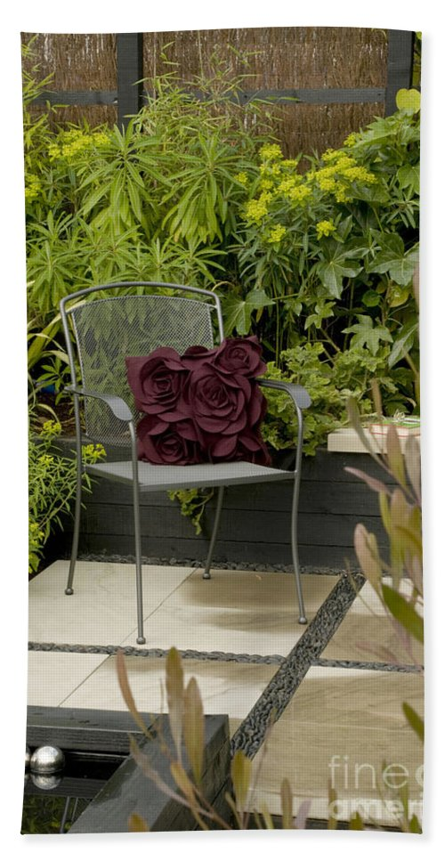 Garden Bath Sheet featuring the photograph Come Sit Awhile by Anne Gilbert