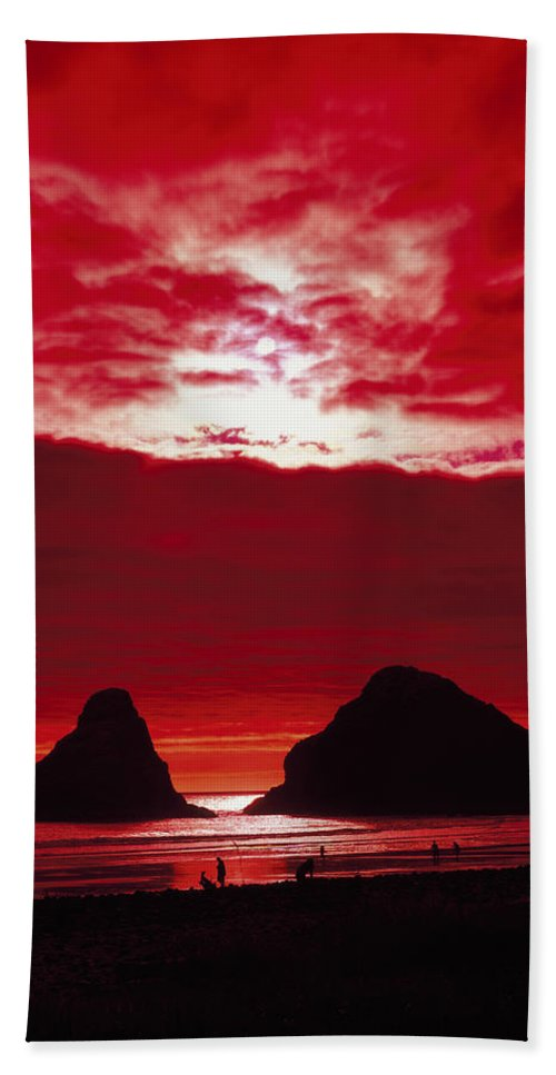 Oregon Hand Towel featuring the photograph Crimson Sunset by Mountain Dreams