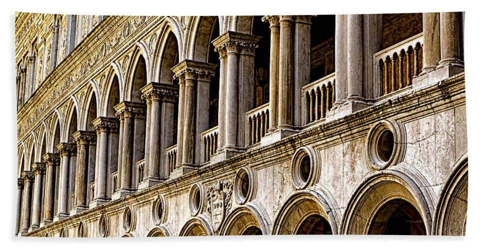 Venice Italy Bath Sheet featuring the photograph Doges Palace - Venice Italy by Jon Berghoff