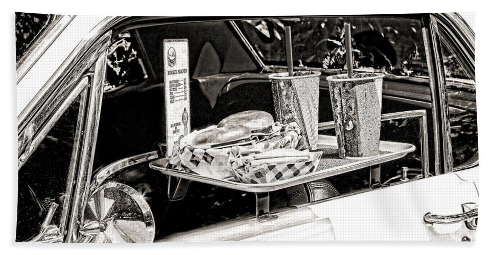 Food Bath Towel featuring the photograph Drive-in by Rudy Umans