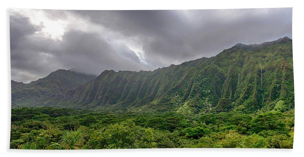 Hawaii Hand Towel featuring the photograph Koolau Waterfalls by Dan McManus