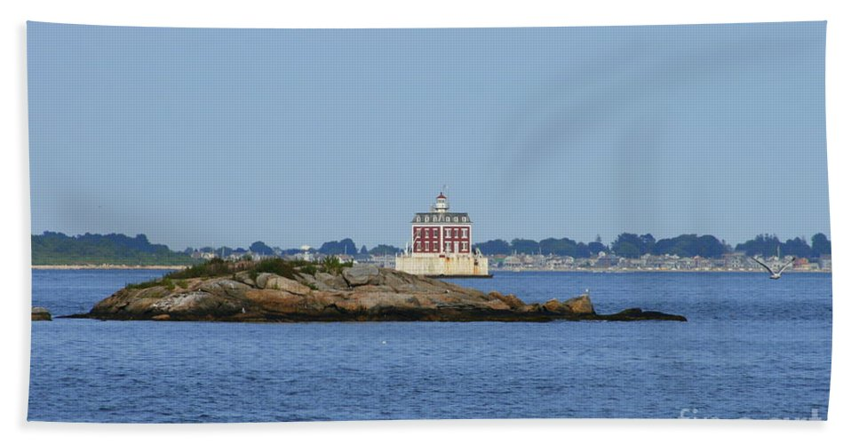 Lighthouse Bath Sheet featuring the photograph Ledge Lighthouse by Neal Eslinger