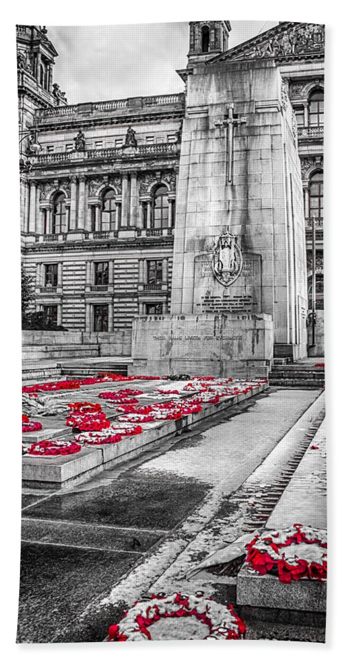 Cenotaph Hand Towel featuring the photograph Lest We Forget by Gareth Burge Photography