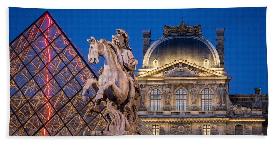 Architectural Bath Sheet featuring the photograph Louvre Twilight by Brian Jannsen