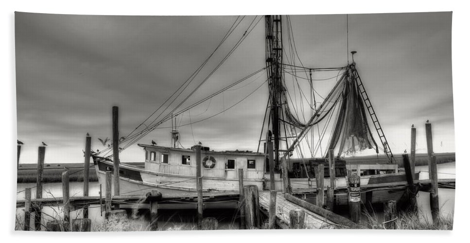 Shrimp Boat Bath Towel featuring the photograph Lowcountry Shrimp Boat by Scott Hansen