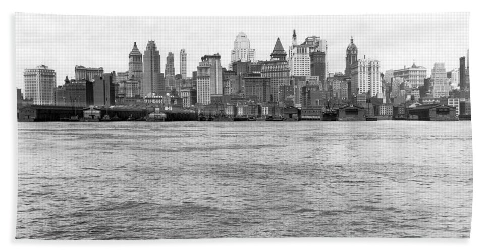 1926 Hand Towel featuring the photograph Manhattan Skyline by Underwood Archives
