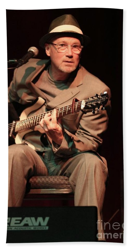 Vocals Bath Sheet featuring the photograph Marshall Crenshaw by Concert Photos