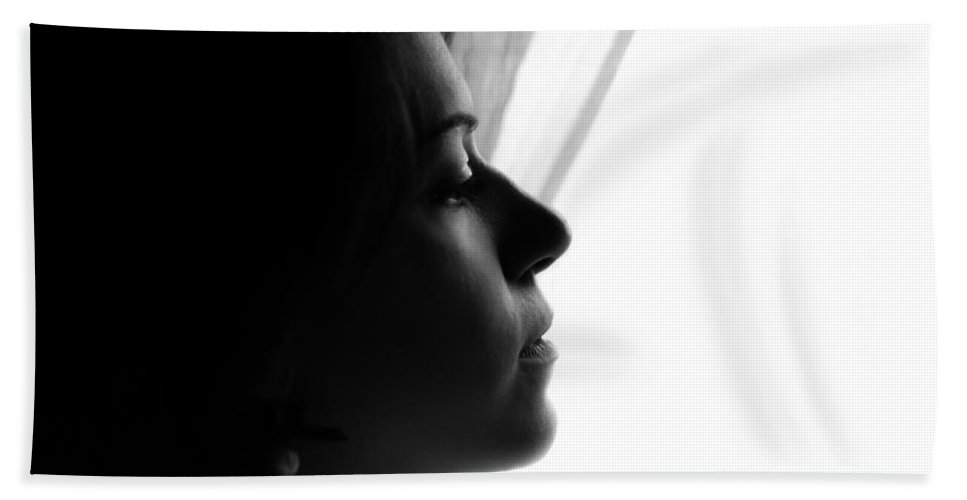 Portrait Photographs Bath Towel featuring the photograph Nancy by Andrea Mazzocchetti