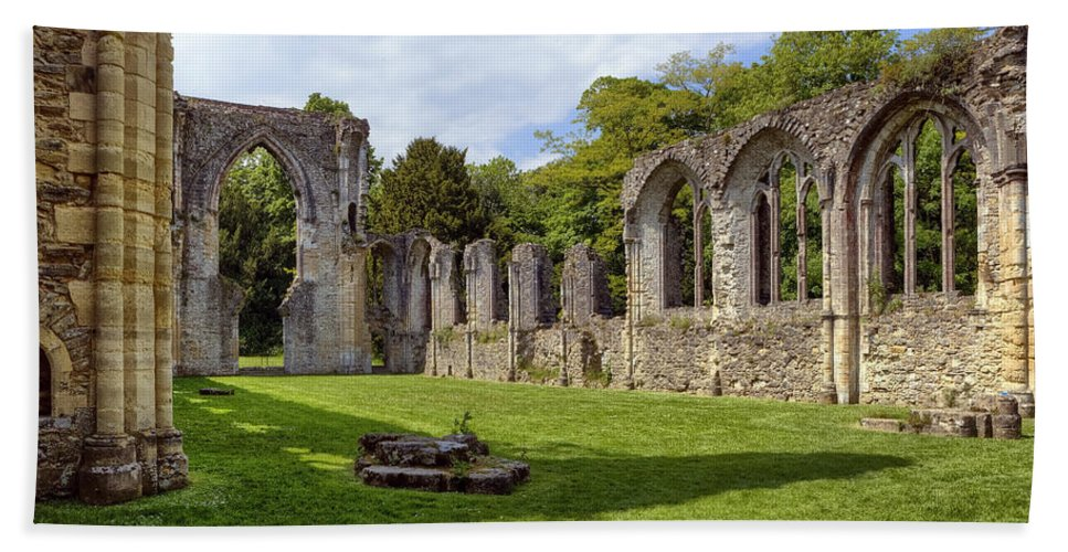 Netley Abbey Hand Towel featuring the photograph Netley Abbey by Joana Kruse