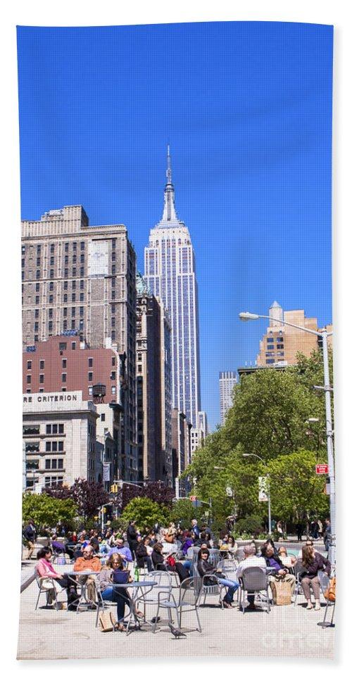 New York City Bath Sheet featuring the photograph 1-new York City by Nir Ben-Yosef