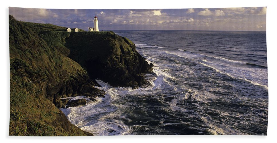 Landscape Hand Towel featuring the photograph Northhead Ilwaco Lighthouse by Jim Corwin