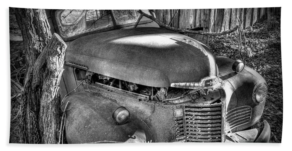 Old Hand Towel featuring the photograph Old Truck by Todd Hostetter