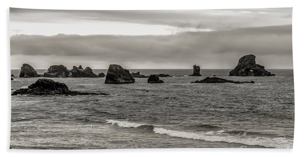 Oregon Bath Sheet featuring the photograph On The Rocks by Jon Burch Photography