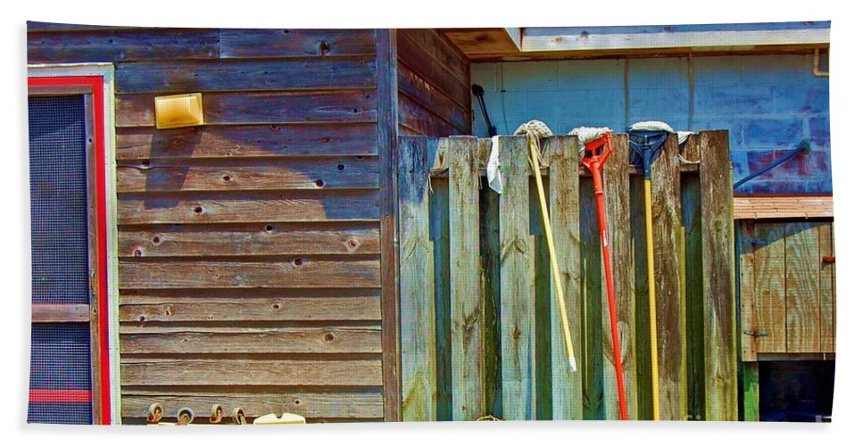Building Bath Towel featuring the photograph Out To Dry by Debbi Granruth