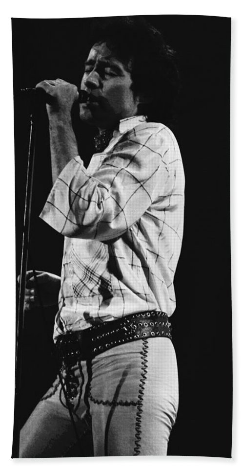 Paul Rodgers Bath Sheet featuring the photograph Paul Singing In Spokane 1977 by Ben Upham