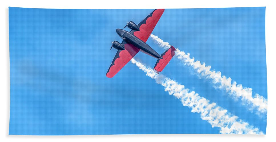 Red Hand Towel featuring the photograph Plane In Air by Amel Dizdarevic