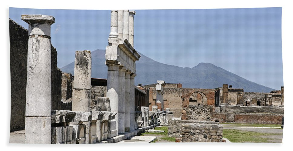 Italy 2014 Bath Sheet featuring the photograph Pompeii by Eric Swan