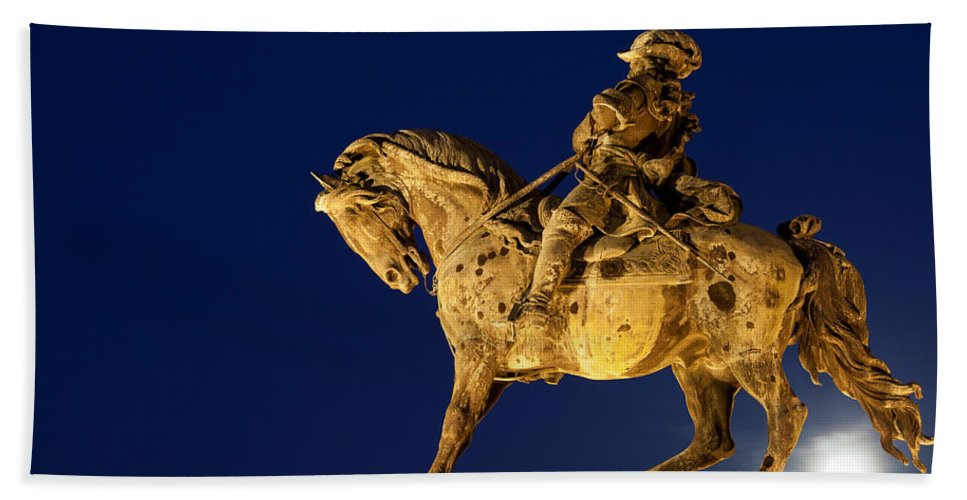 Statue Hand Towel featuring the photograph Prince Eugene Of Savoy Statue At Night by Artur Bogacki
