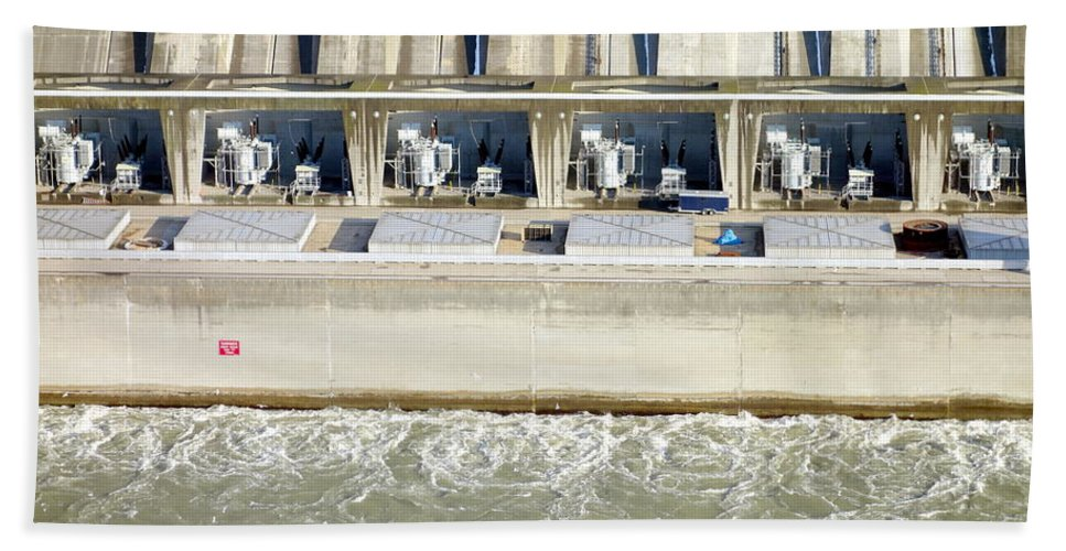 Dam Bath Sheet featuring the photograph Robert Moses Niagara Hydroelectric Power Station by Valentino Visentini