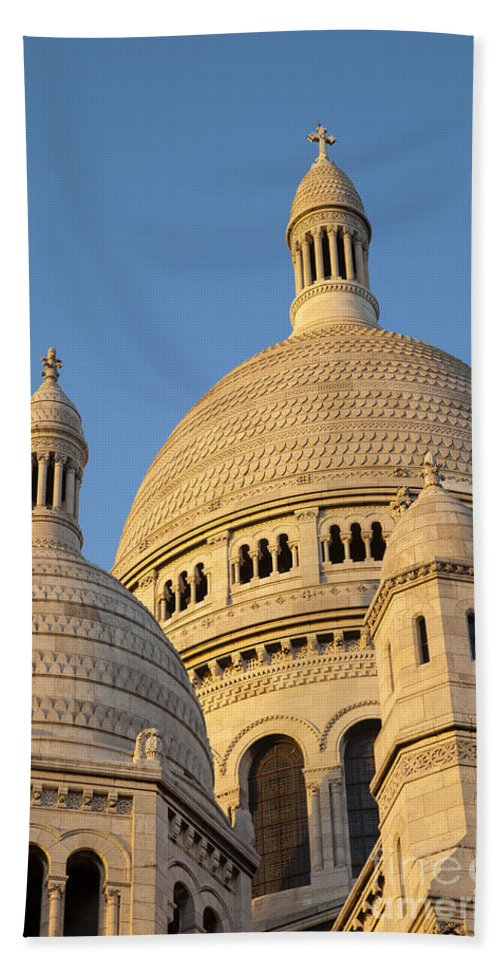 Architecture Hand Towel featuring the photograph Sacre Coeur by Brian Jannsen