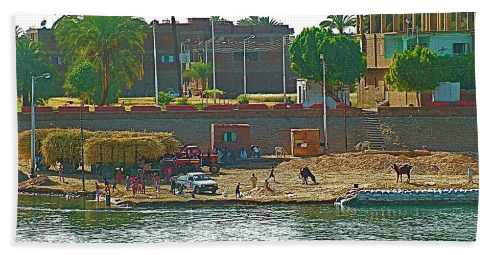 Scene Along Nile River Between Luxor And Qena Bath Sheet featuring the photograph Scene Along Nile River Between Luxor And Qena-egypt by Ruth Hager