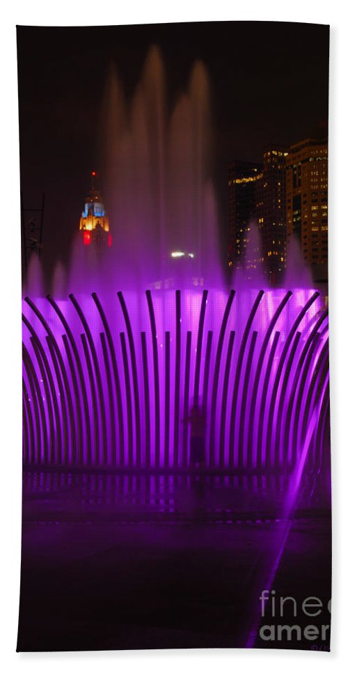 Scioto Mile Hand Towel featuring the photograph D101l-11 Scioto Mile Riverfront Park Photo by Ohio Stock Photography
