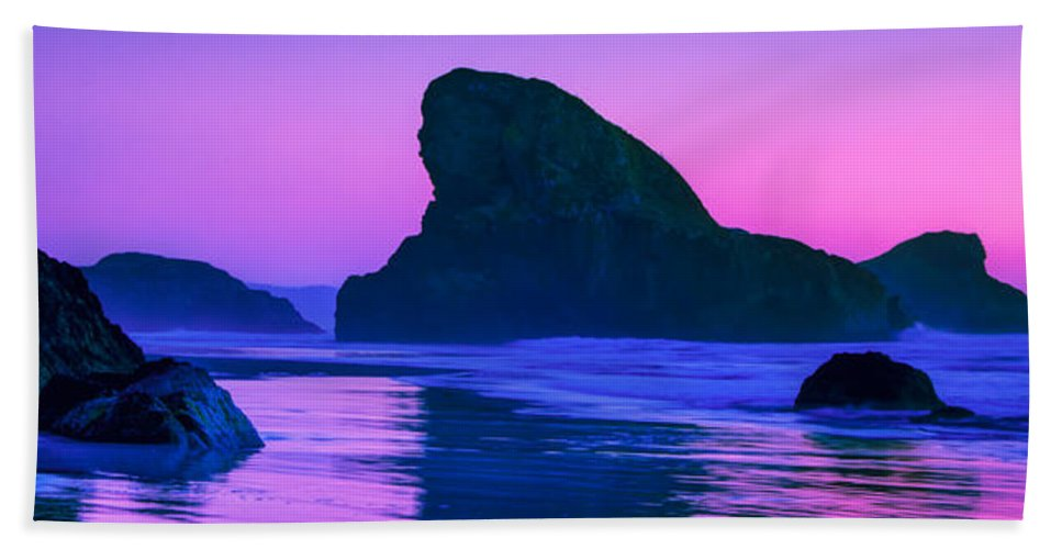 Meyers Creek Beach Bath Towel featuring the photograph Sea Stacks on the Oregon Coast by Rich Leighton