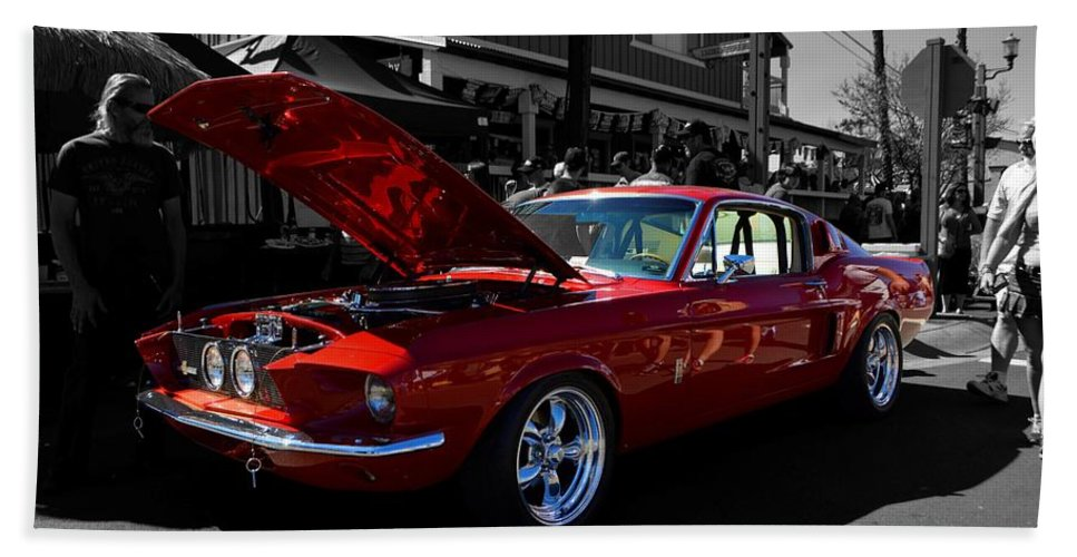 Ford Hand Towel featuring the photograph Shelby Gt 500 Mustang by Tommy Anderson